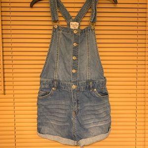 Love Tree Shorts - Cute denim overall shorts